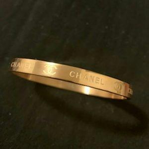 Dazzling dainty bracelet 🍑🍑🍑🍑🍑